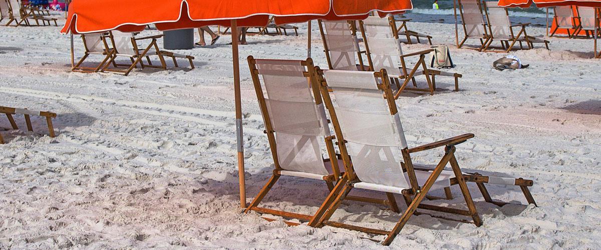 Sonnenschirm als Wind- und Sonnenschutz im Urlaub