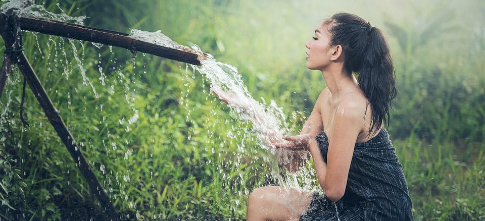 Badeöle im Vergleich – Damit holen Sie sich die Kräuter des Himalayas direkt in das Badezimmer.