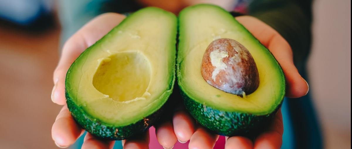 Avocado im Querschnitt