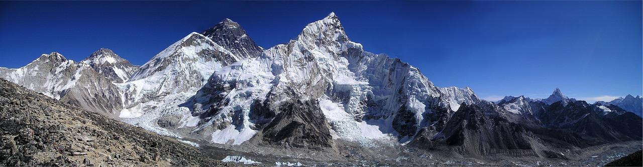 Der Trekkingstock sorgt beim Trekking für zusätzliche Sicherheit und Stabilität