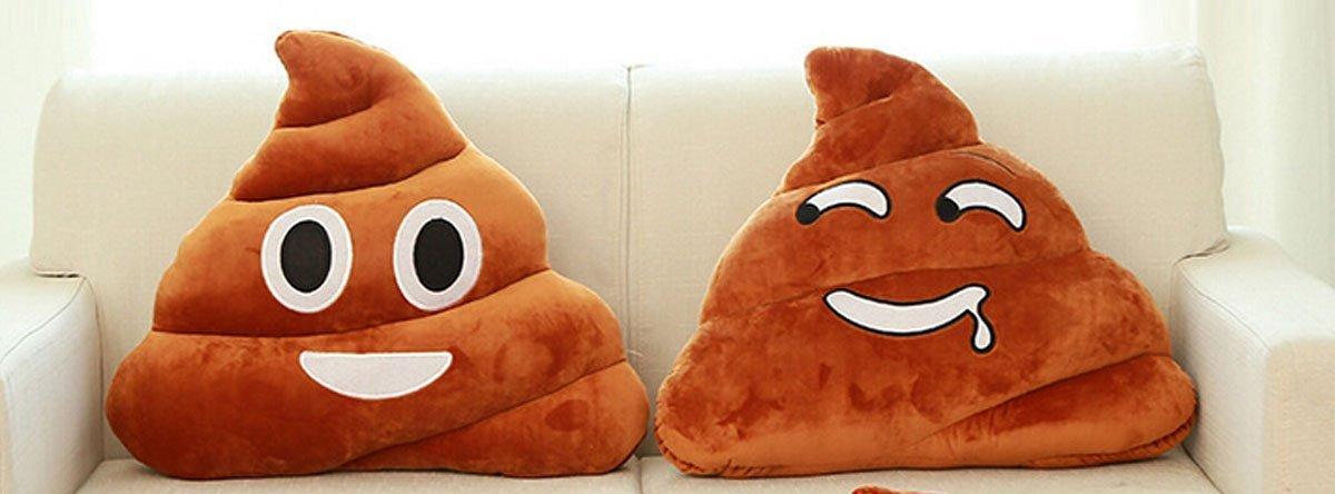 Emoji Kissen Haufi mit unterschiedlichen Emotionen auf einer Couch